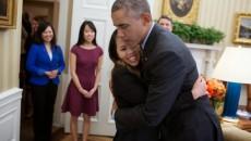 Barack_Obama_hugs_Nina_Pham_Oct_24_2014