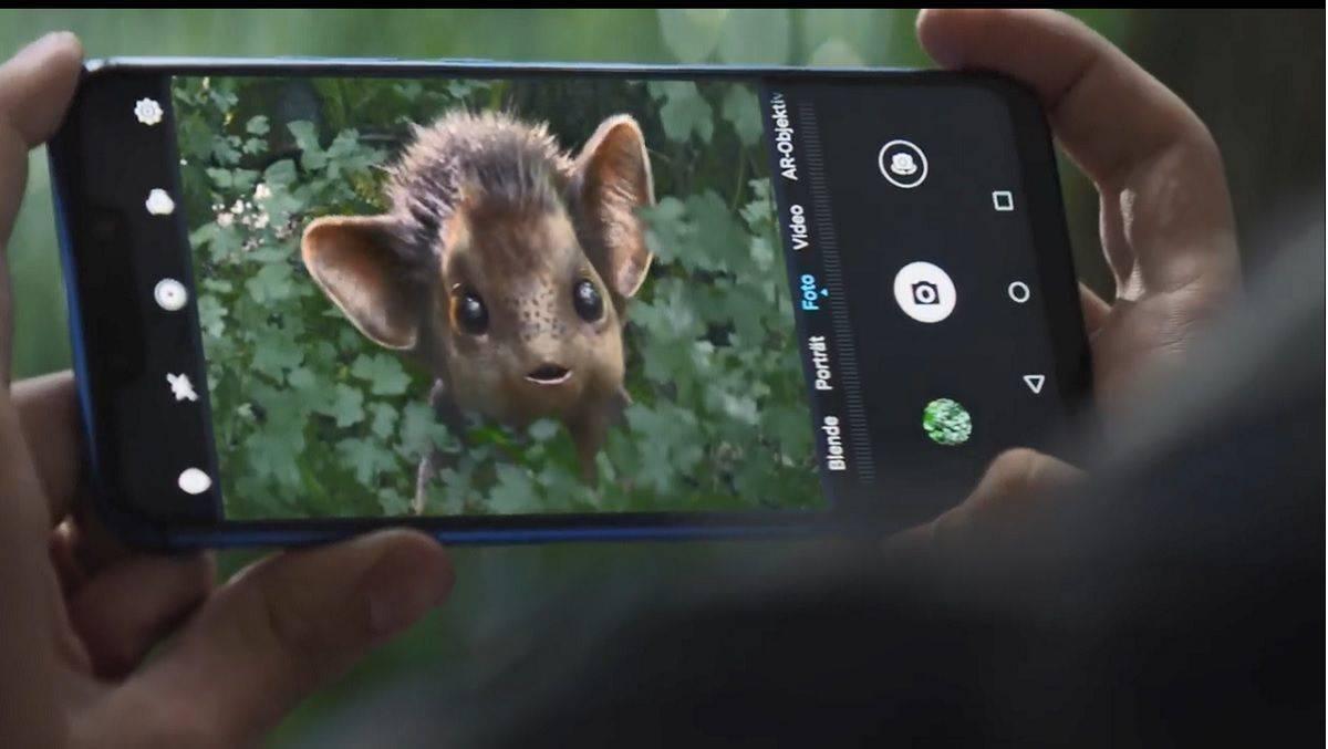 Il nuovo spot della Huawei spopola: crea un capolavoro per far riflettere l'umanità intera