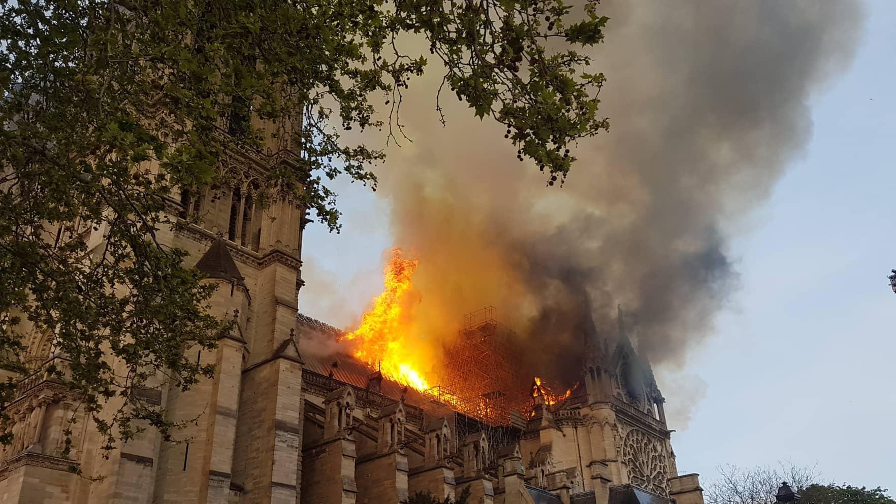 Parigi brucia. Cronaca dell'incendio di Notre Dame