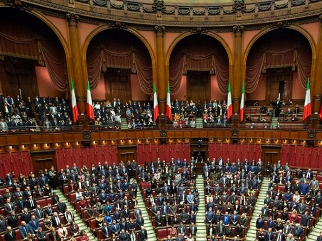 La Camera dei deputati vieta la plastica, l'acqua sarà in vetro o del rubinetto