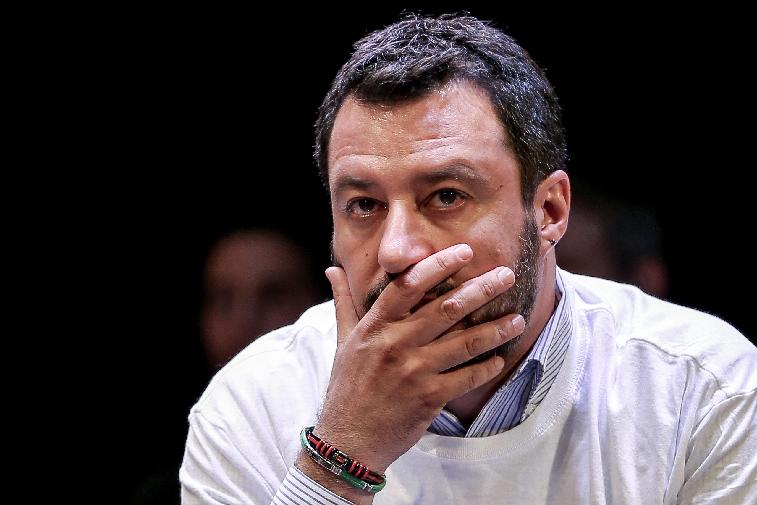 Sul profilo Facebook di Salvini è vietato parlare di 49 milioni di euro