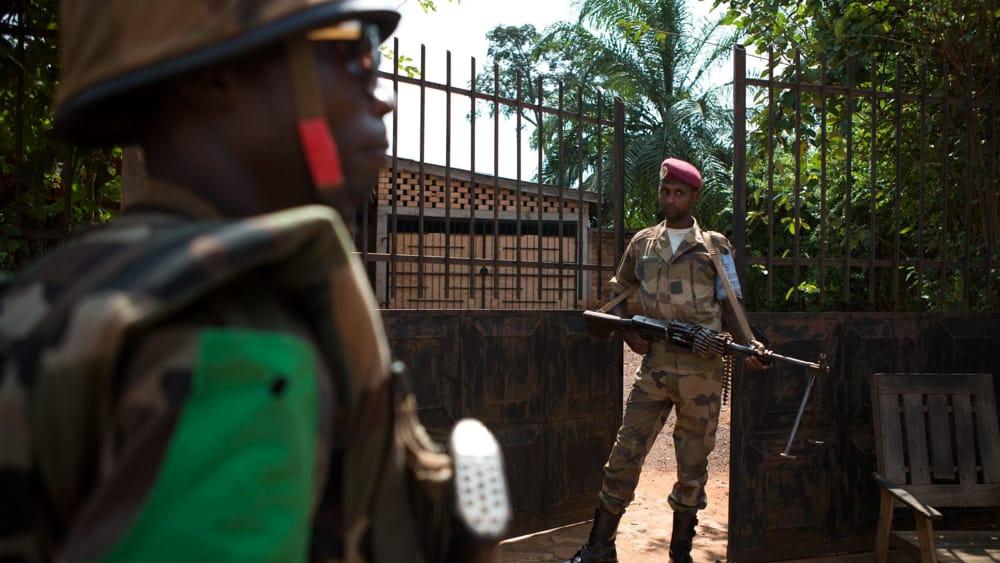 """Stop ai 'minerali insanguinati' da Paesi in guerra, l'Ue lancia un portale per le imprese """"Militari in Congo - foto archivio Ansa"""