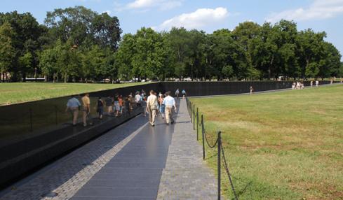Come l'architettura dell'informazione plasma l'esperienza. La storia del Vietnam Veterans Memorial