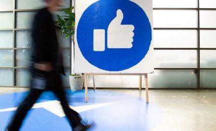 """""""Facebook alimenta di proposito l'odio online"""". La denuncia di un'ex dipendente"""