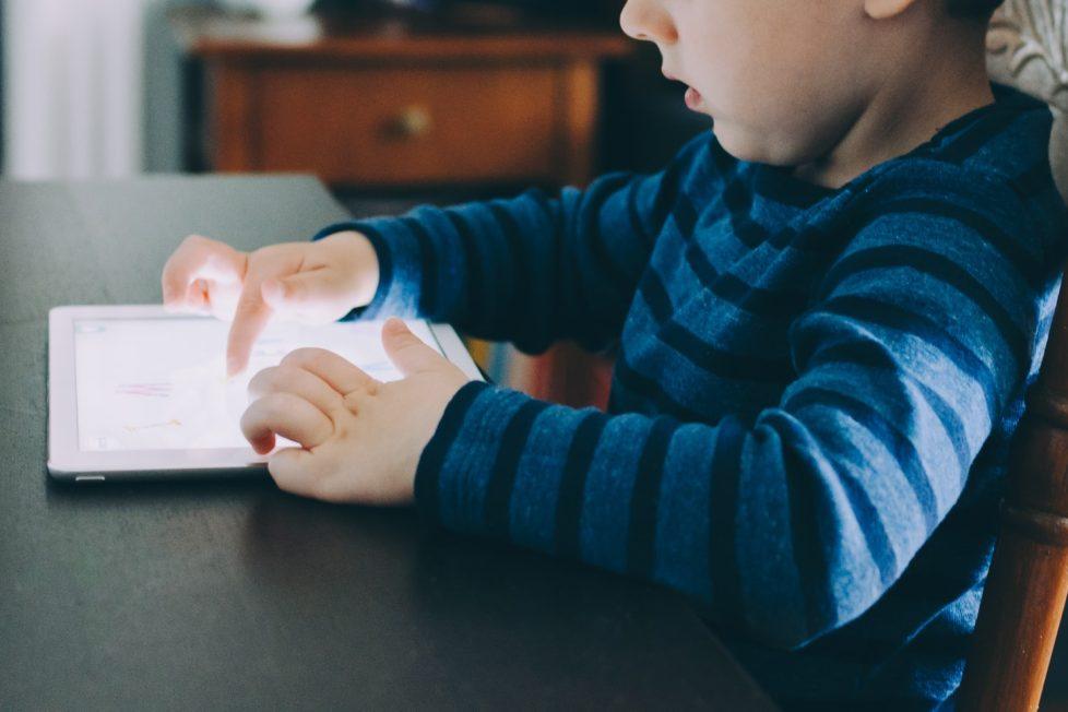 Facebook ha fatto sforzi per attirare online i bambini ben oltre Instagram Kids