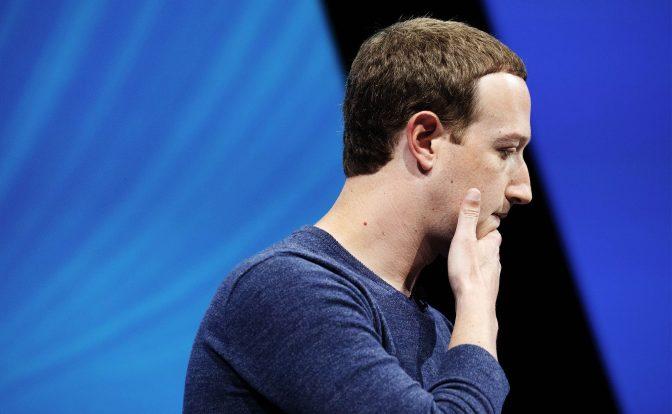 Facebook (di nuovo) in crisi: atto terzo